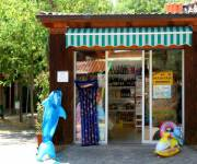 village_camping_pineto_beach_market_interno