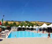 village_camping_pineto_beach_piscina_vista_colline