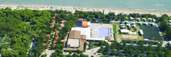 Vista dall'alto del Pineto Beach Village & Camping