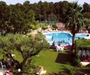 villaggio_borgo_degli_ulivi_piscina_dallalto