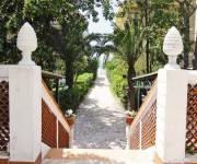 residence_scauri_vialetto_ingresso