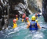 gole-di-alcantara-acqua-trekking